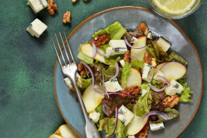 Apple and Gorgonzola Cheese Salad