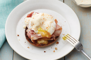 Eggs Benedict with Silken Hollandaise Sauce