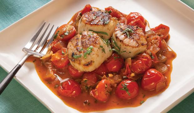 Conchas doradas con tomates cerezos asados