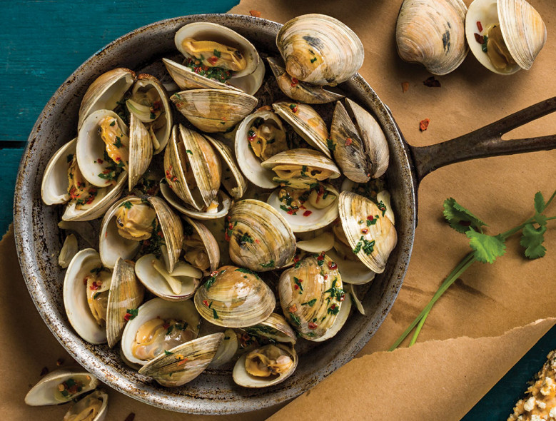 Grilled Clams With Garlic (Butter) And Lime