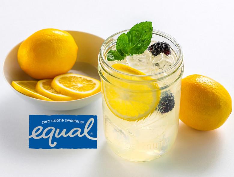 Sparkling Fresh Lemonade With Blackberries