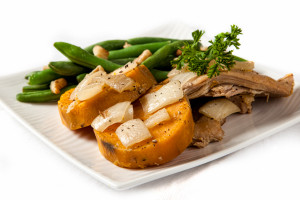 经济实惠的慢锅鸡和红薯