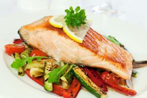 希腊鲑鱼和蔬菜包