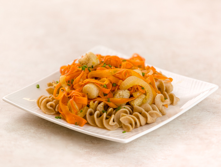 Seared Sea Scallops with Spiralized Carrots and Caramelized Onions